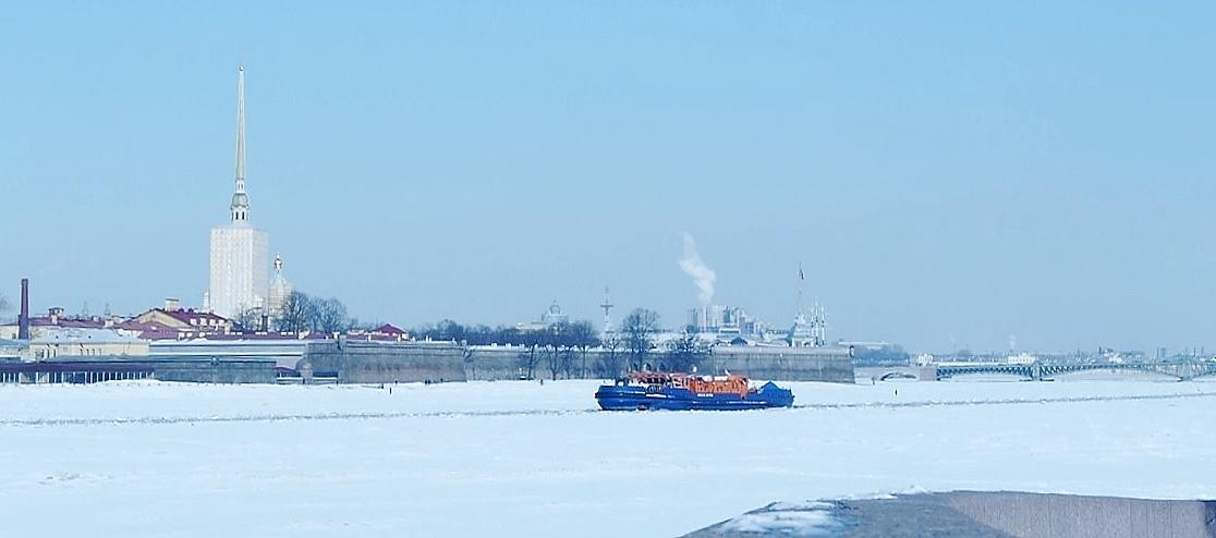hera-bateau-sur-neva